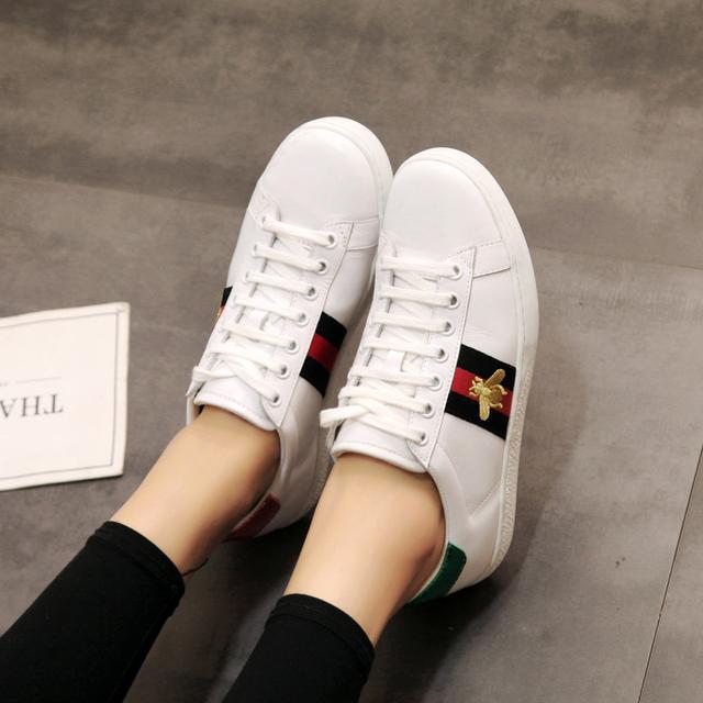 舒适又时髦的小白鞋,复古又不失休闲随性的feel