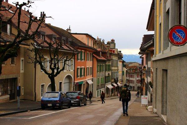 安详的氛围与美丽的城镇景色相结合,构成了一幅极为和谐的欧洲小镇图